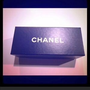 Chanel sunglasses box 🕶